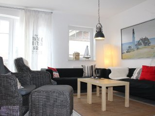 Modern cottage with boat dock on the canal Greetsieler for 6 adults. & Baby