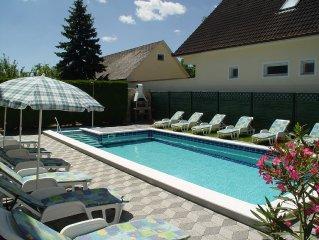 Ferienhaus mit exklusivem Pool und Garten in ruhiger Lage, 900 m von Balaton