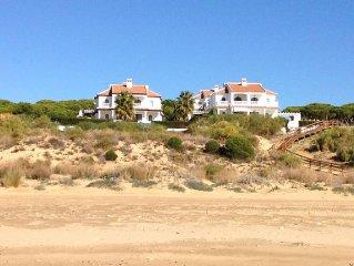 Strandhaus mit Pool und wunderschonem Meerblick