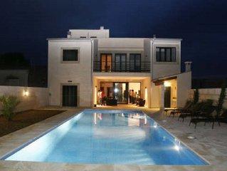 Exklusive Stadt Villa mit Pool 4SZ (jedes mit Bad en Suite)+Klima