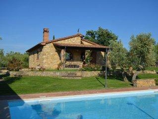 Romantische Villa mit Ambiente& Komfort, gepflegter Garten und  Pool, Internet