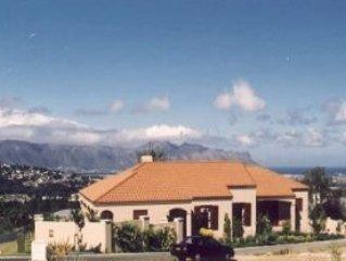 Traumhaus mit Pool und freiem Blick auf den Indischen Ozean
