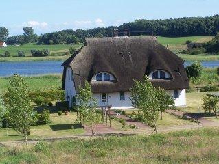 Reetdachhaus mit Seeblick in einer ruhigen Umgebung, Haustiere erlaubt