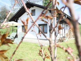 Gemütliches Ferienhaus mit Terrasse 100 Meter vom Wald mit Wander- und Radwegen