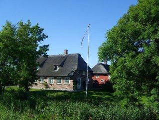 Schones Reetdachhaus an der Deutsch-Danischen Grenze in der Nahe von Sylt
