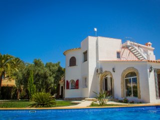 Stylish villa for 8 (10) persons, just 100m to the sea and private pool
