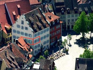 Modern luxury 2 BR apt. in Rodt'schen Palace on Palace Square in Meersburg