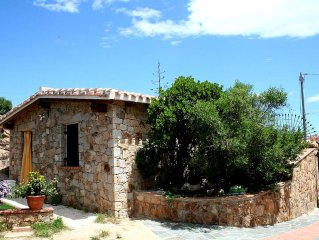 Villa with exclusive garden, far 200mt from the beach. Sea view