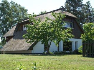 Großzügig gechnittenes Landhaus mit Reetdach, komf. einger., Haustiere willk.
