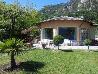 Villa mit eigenen Pool und freiem See- und Bergblick