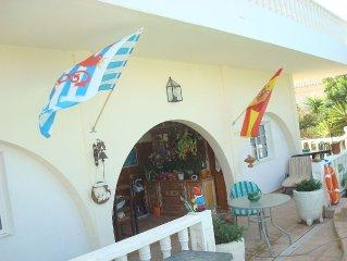 Wohnung in freistehender Villa mit Pool , Grill und Garten.