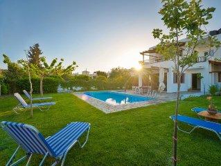 Neue grosse Villa mit privatem Pool