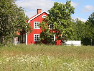Pretty, very cozy house with boat, grst. 14 000 m2, 130 m2 house, lake
