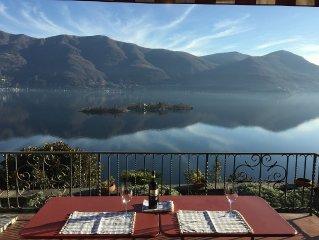 Villa,alleinstehend mit grossem mediterranem Garten,Balkon und Terrasse,4 SZ.