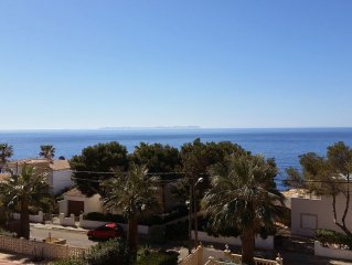 DHH with stunning sea views, roof terrace, privat