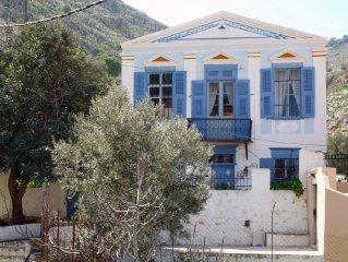 Wunderschone klassizistische Villa in Symi - ruhig mit Blick auf Hafen und Meer