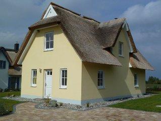 Modernes und komfortables Reedhaus mit beeindruckendem Meerblick, WLAN, Kamin