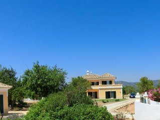 Family friendly spacious property, pool and sea views in a quiet area