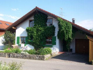 Freistehendes Ferienhaus in Bolsterlang mit Garten, Sauna & Whirlpool, 8-12 Pers