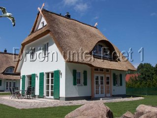 Drööm under thatch 1 120sqm, 3 bedrooms and 2 bathrooms.