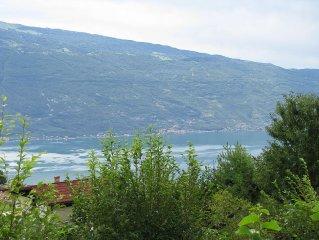 Renovated bungalow with stunning views of Lake Garda