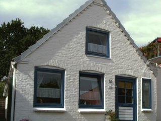 Detached house in the historic city of Meldorf for 6 Perone.