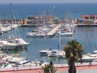 Sehr schöne direkt am Meer liegende Wohnung mit Panoramablick und 25 m Pool