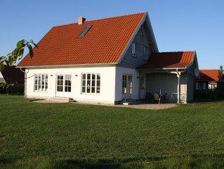 Familienfreundl. neues Ferienhaus 500 m. v. Strand mit Sauna, free W-LAN