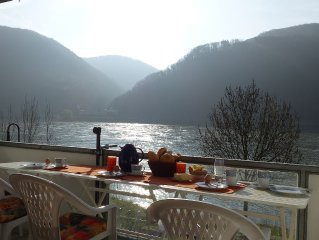 Stylish holiday house right on the Rhine with stunning views