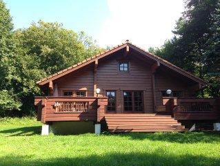 Holzblockhaus mit Kamin, Sauna, grosser sonniger Terrasse und riesigem Grundstuck