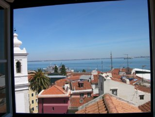 Flat in Lissabon above the roofs of Alfama with a gorgeous view