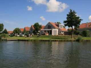 renoviertes FH mit Aussicht IJsselmeer und eig. Bootsanlegesteg/ Sauna/ Internet