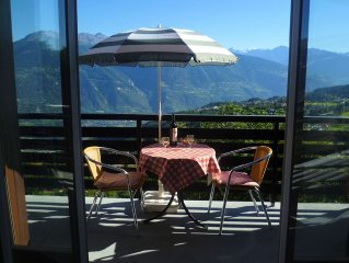 Sunny, quiet, stunning view: Apartment for 5 persons