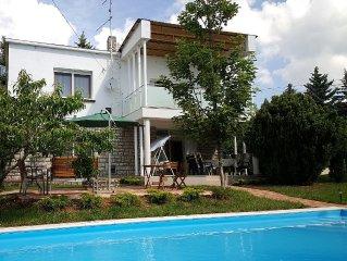 Ferienhaus in ruhiger Lage fur Sie ganz allein mit Pool und Garten, WIFI, Klima