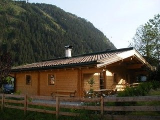 New, wooden house, 2 min. to the skiing bus stop & supermarket