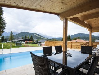 Luxuriously equipped with swimming pool, show-place, bath and sauna