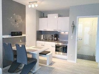 Komfortable u. moderne,frisch renovierte Ferienwohnung mit Balkon,WLAN verfugbar