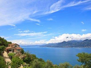 Neue Traumvilla in ruhiger Hanglage mit wundervollem Ausblick und Olivengarten