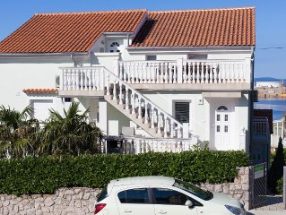 Family home, 70 m to the beach, clean sea, parking, new clean house