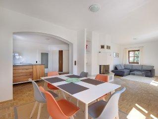 Lichtdurchflutete große Ferienwohnung mit offener Küche und Terrasse