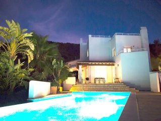 Modern, 270-m2 architect villa with a 14-m2 pool - family-friendly, sea view