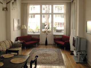 Generous old apartment in the heart of Hamburg, walking distance to the Alster