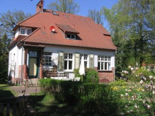 Landhausvilla mit Garten, mit hauseigenem Steg und Ruderboot