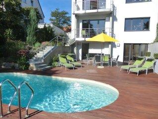 City- und universitatsnahe Ferienwohnung mit Pool in Toplage