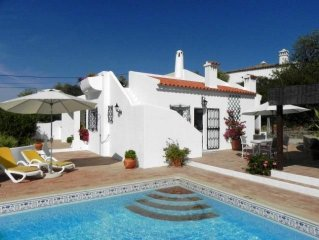 Villa with stunning views over the hills of the Algarve to the sea