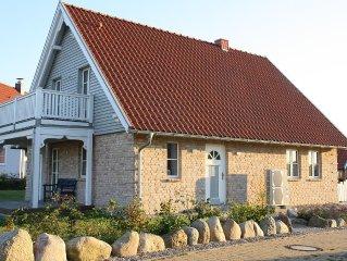 Neues Ferienhaus in Strandnahe mit Terrasse, Balkon Meerblick und Kaminofen