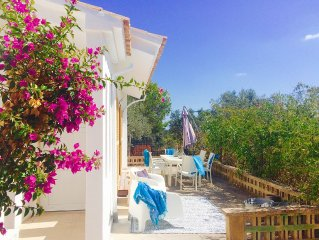Finca in the olive grove with mountain views and pool, central location
