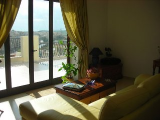 Schones Appartement, nur wenige Minuten von der Promenade, grosse sonnige Terasse