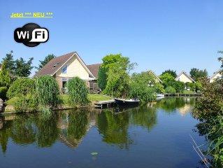 **Ferienhaus Zuiderzee**, liebevoll eingerichtet mit Garten u. Bootssteg. WLAN!