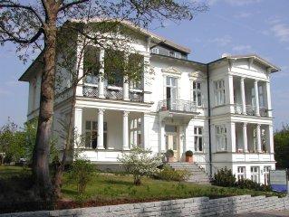 Modernes Penthaus  ****   auf einer prachtigen Villa  -  fantastischer Blick